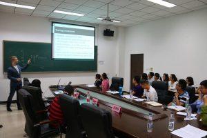 留学生也参与进来报告交流
